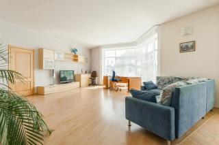 арендовать недвижимость с гаражом в элитном ЖК С-Петербург