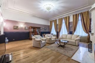 аренда 4-комнатной квартиры с парковкой и камином в центре Санкт-Петербург