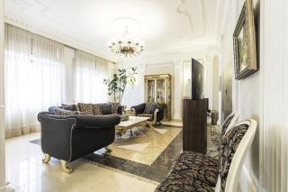 классическая 4-комнатная квартира в аренду в элитном доме Санкт-Петербурга