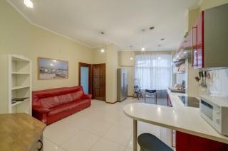 светлая просторная 4-комнатная квартира в аренду в элитном ЖК С-Петербург