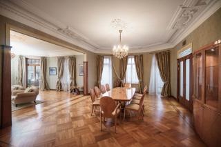 просторная дизайнерская 5-комнатная квартира в аренду в центре С-Петербург