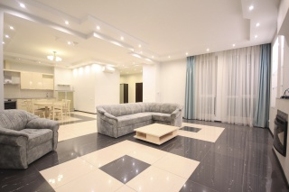 светлая просторная 3-комнатная квартира в аренду на Крестовском острове С-Петербург
